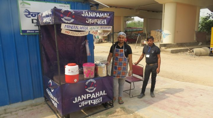 Manni's stall is popular among low-income communities. Also, commuters, on their way back home to Noida in the evening, stop at his stall to relish his speciality, the Golgappas. He sells 4 Golgappa made of organic finger millets (Ragi and Atta) for 10 Rupees. Find his stall here: https://www.google.com/maps?q=28.6212124926159,77.2782196780518